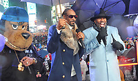"NEW YORK - DECEMBER 31: Steve Harvey and Snoop Dogg on ""FOX'S New Years Eve with Steve Harvey: Live From Times Square"" on December 31, 2018 in New York City. (Photo by Stephen Smith/Fox/PictureGroup)"