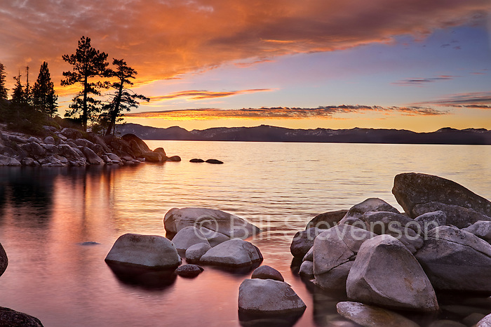 An image of sunset on the east shore of Lake Tahoe in Nevada