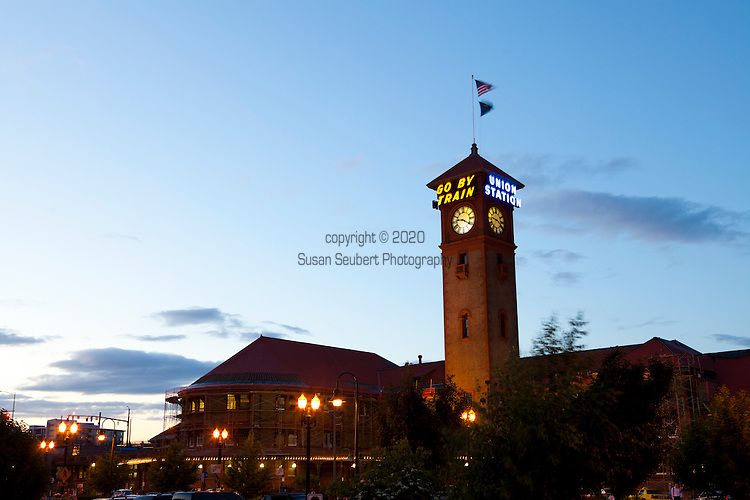 Union Station is a train station near the west shore of the Willamette River in the Old Town Chinatown section of Portland, Oregon, United States..Besides serving as an Amtrak station, the building contains offices on the upper floors, as well as Wilf's Restaurant and Piano Bar on the ground level. It also has Amtrak's only Metropolitan Lounge (reserved for first-class passengers) on the West Coast.