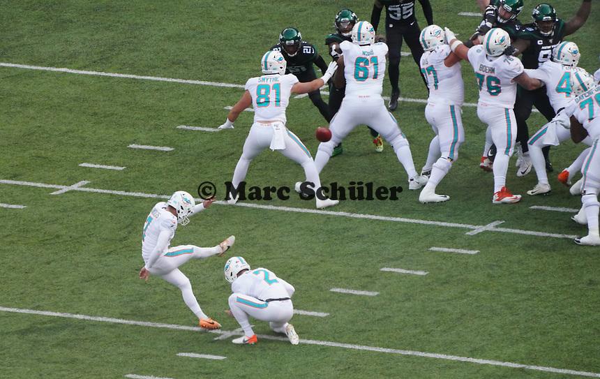 Field Goal kicker Jason Sanders (7) of the Miami Dolphins - 08.12.2019: New York Jets vs. Miami Dolphins, MetLife Stadium New York