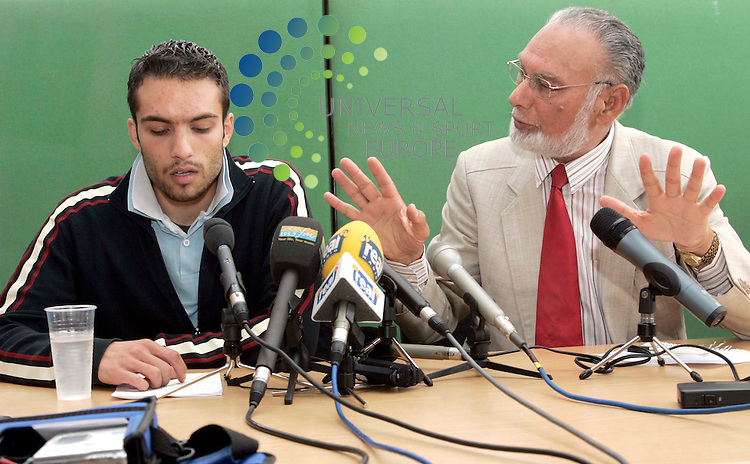 Maurice McDonald / UNS PHOTO. 2/September/2006.Universal News & Sport (Scotland)Tel: 07860 9100061. .Office: 01414162066  Fax: 08712116065..Omar Rana older brother of School Girl Molly Campbell talking during a press conference with Bashir Mann next to him at NapierHall Street Centre in Glasgow.