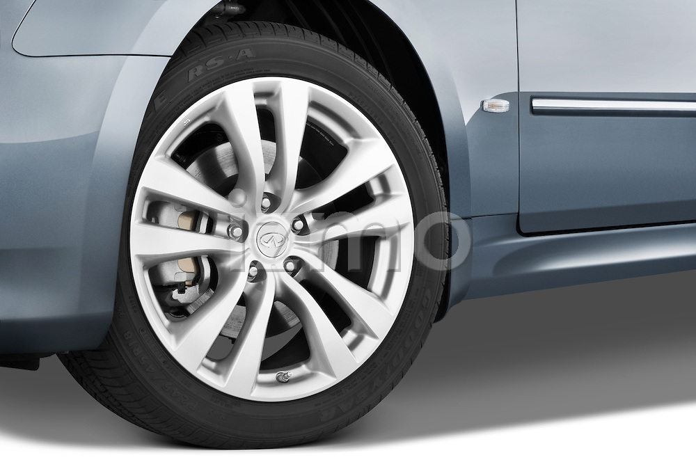 Tire and wheel close up detail view of a 2008 Infiniti M35