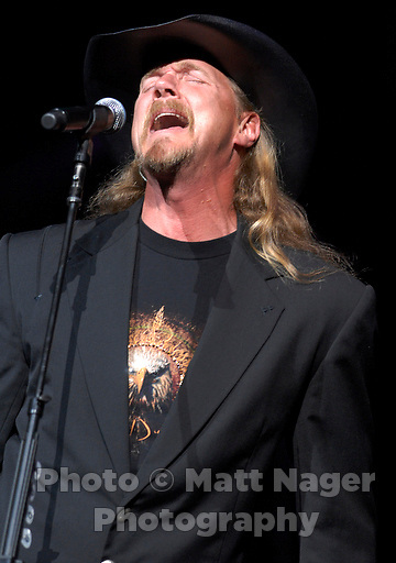 Trace Adkins performs at Nokia Theater in Grand Prairie, Texas, Saturday, October 14, 2006...PHOTO/ MATT NAGER