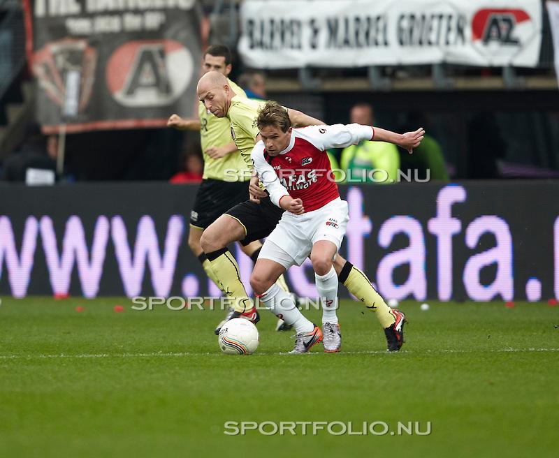 Nederland, Alkmaar, 31 oktober 2010 .Eredivisie .Seizoen 2010-2011 .AZ-Feyenoord (2-1) .Brett Holman (r) van AZ en Tim de Cler van Feyenoord strijden om de bal