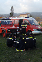 pompieri in un momento di relax. firemen in a relax moment.