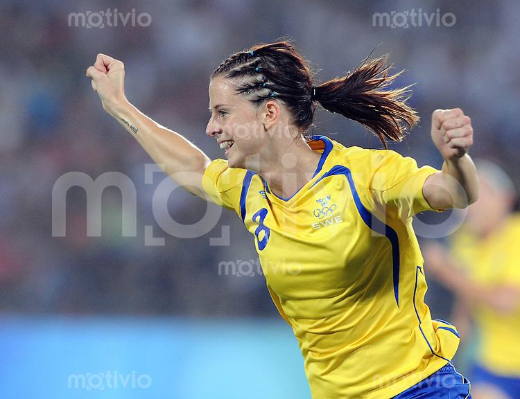 Olympia 2008  Peking  Fussball  Frauen   12.08.2008 Schweden - Kanada Lotta SCHELIN (SWE) jubelt ueber das 1:0.