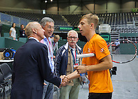 Switserland, Genève, September 16, 2015, Tennis,   Davis Cup, Switserland-Netherlands, Practise Dutch team, Martin Koek (L) and Rolf Thung of the Dutch tennis association greet Tallon Greekspoor<br /> Photo: Tennisimages/Henk Koster