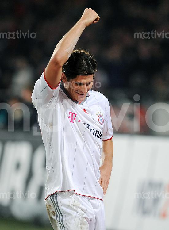 FUSSBALL  1. BUNDESLIGA   SAISON 2009/2010  14. SPIELTAG Hannover 96 - FC Bayern Muenchen                       29.11.2009 Mario GOMEZ (Bayern) bejubelt seinen Treffer zum 0:3