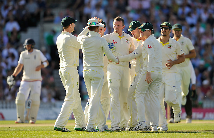Australia's Peter Siddle congratulated after bowling England's Ian Bell for 10<br /> <br /> Photographer Ashley Western/CameraSport<br /> <br /> International Cricket - Investec Ashes Test Series 2015 - Fifth Test - England v Australia - Day 2 - Friday 21st August 2015 - Kennington Oval - London<br /> <br /> &copy; CameraSport - 43 Linden Ave. Countesthorpe. Leicester. England. LE8 5PG - Tel: +44 (0) 116 277 4147 - admin@camerasport.com - www.camerasport.com