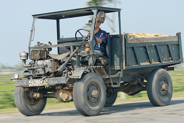 Asia, Vietnam, nr. Hoi An. Old but working farmers truck.