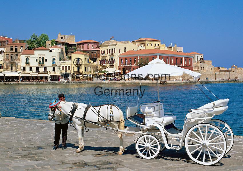 Greece, Crete, Chania: Venetian Harbour and Horse Carriage | Griechenland, Kreta, Chania: Pferdekutsche im Venezianischen Hafen wartet auf Touristen fuer eine Rundfahrt