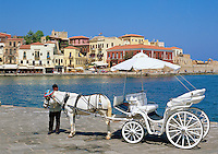 Greece, Crete, Chania: Venetian Harbour and Horse Carriage | Griechenland, Kreta, Chania: Pferdekutsche im Venezianischen Hafen wartet auf Touristen fuer eine Rundfahrt
