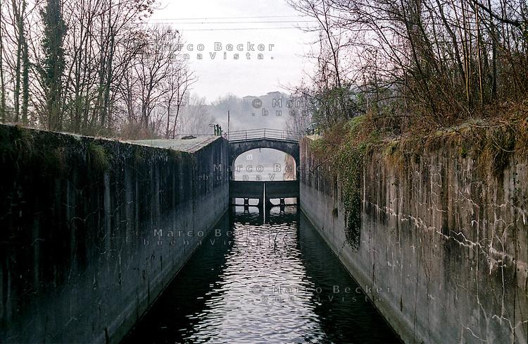 Il naviglio di Paderno d'Adda. Chiuse e conca  --- The naviglio canal of Paderno d'Adda. Locks