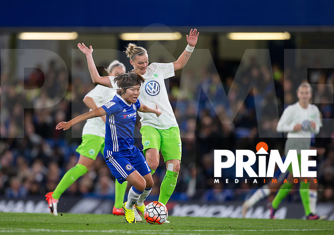 Ji So-yun of Chelsea Ladies holds off Alexandra Popp of VfL Wolfsburg (women) during the UEFA Women's Champions League match between Chelsea Ladies and VfL Wolfsburg at Stamford Bridge, London, England on 5 October 2016. Photo by Andy Rowland.