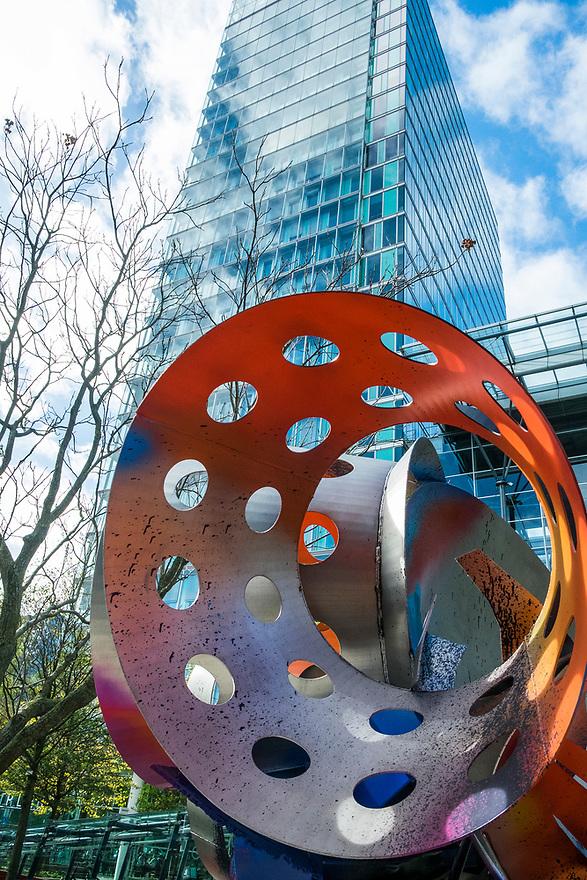 Nederland, Amsterdam, 20171003<br /> Amsterdam Zuidas. Zakencentrum van Amsterdam. Kunstobject bij het WTC, World Trade Centre<br /> <br /> Foto: (c) Michiel Wijnbergh