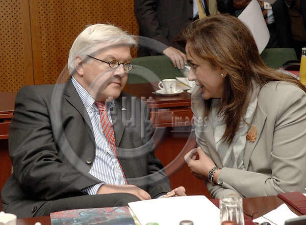 Brussels-Belgium - 15 June 2006---European Council, first day of the summit; here, Frank-Walter STEINMEIER (le), Minister for Foreign Affairs of Germany, with Dora BAKOYANNIS (ri), Minister for Foreign Affairs of Greece---Photo: Horst Wagner/eup-images