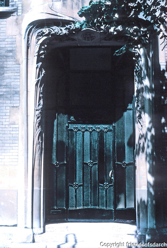 Hector Guimard: Hotel Guimard--entrance. Photo '90.
