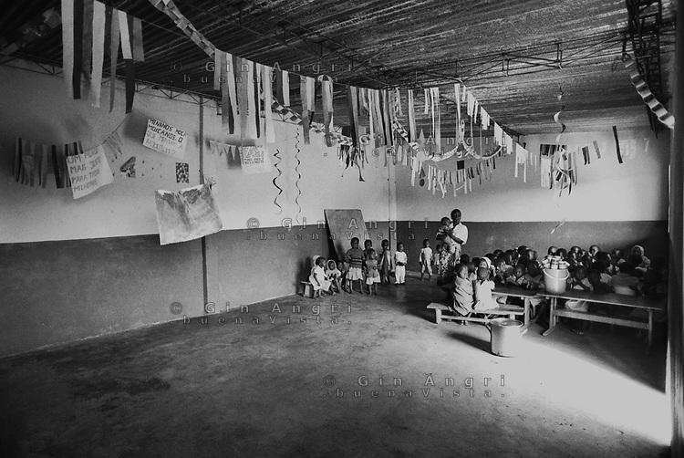 Mozambico, Maputo, aula di scuola primaria