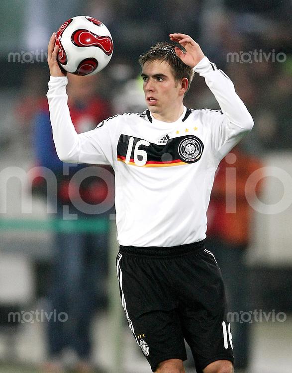 FUSSBALL  INTERNATIONAL  DEUTSCHE NATIONALMANNSCHAFT Philipp LAHM (Deutschland) beim Einwurf