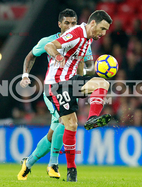 Athletic de Bilbao's Aritz Aduriz (r) and FC Barcelona's Paulinho during La Liga match. October 28,2017. (ALTERPHOTOS/Acero) /NortePhoto.com