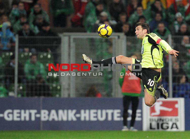 FBL 09/10  14. Spieltag Hinrunde / Weser Stadion<br /> Werder Bremen - VFL Wolfsburg<br /> <br /> <br /> Ballannahme #10 Zvjezdan Misimovic (Wolfsburg )<br /> <br /> Foto &copy; nph ( nordphoto