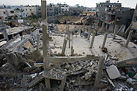 Al Tuam, Gaza Strip, Jan 21 2009.Inhabitants slowly come back to heavily damaged or totally destroyed homes, as fierce fighting between the Israeli army and Hamas took place in this elevated area just north of Gaza city..