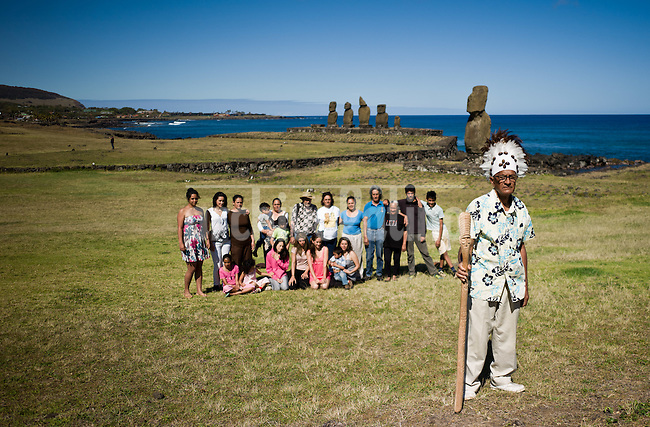 Rapa Nui, Easter island, oct 2011. Valentin Riroroko (79) junto con su hijos y nietos en el sector de Tahai en isla de Pascua (Rapa Nui) In Rapa Nui, also called Easter Island, the  king of the original people is back after a hundred years RirorokoTuki Valentino, the new monarch, is  an old man who has made his living as a farmer and fisherman and  traveled the world as a ship&acute;s stowaways . <br /> He lives in a modest house in a rural area of the island near their 8 children and 24grandchildren.<br /> He was proclaimed King by the Assembly of Rapa Nui in July, and his reign has aunique purpose:  to finish with the Treaty of Wills from  1888, by which Chile took possession of Easter Island. The demand for Valentino and people ask seeks for Independence and also a billionare suit against Chilean state  for a century of apartheid and discrimination.