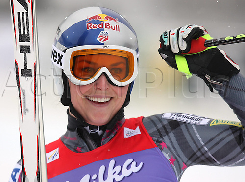 09 01 2010 Ski Alpine FIS WC House in Ennstal Dowhill women House in Ennstal Austria 09 Jan 10 Ski Alpine FIS World Cup Dowhill for women Picture shows the cheering from Lindsey Vonn USA .