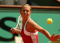 28-05-2004, Paris, tennis, Roland Garros,Sharapova in her match against Zvonareva
