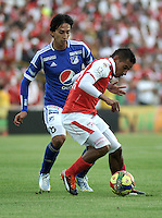 "BOGOTA, COLOMBIA - ENERO 27: Wilder Medina (Der.) delantero de Independiente Santa Fe disputa el balón con Rafael Robayo (Izq.) mediocampista de Millonarios un partido por la final de la SuperLiga de Campeones en el estadio Nemesio Camacho ""El Campín"" en la ciudad de Bogotá, enero 27 de 2013. (Foto: VizzorImage / Luis Ramírez / Staff). Wilder Medina (R) foward of Independiente Santa Fe fight for the ball with Rafael Robayo (L), midfielder  of Millonarios during a match for the final of the Champions Super League at the Nemesio Camacho  ""El Campin"" stadium in Bogota city, on January 27, 2013 (Photo: VizzorImage / Luis Ramírez / Staff)"