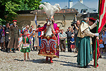 Taniec Lajkonika na dziedzińcu klasztoru Norbertanek na krakowskim Salwatorze, Polska <br /> Lajkonik dance in the courtyard of the Norbertian Monastery at Salvator, Cracow, Poland