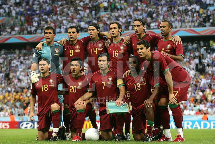 Fussball WM 2006  Halbfinale  Spiel 62 Portugal - Frankreich Portugal - France  Teamfoto (POR).