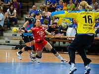 Elisabeth Garcia (TSV) wirft, zieht ab, rechts Jana Krause (BSV) im Tor