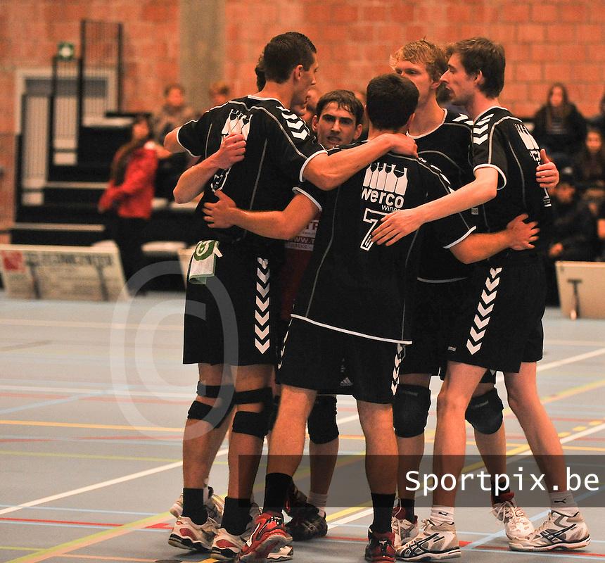 VC Loppem : vreugde bij Loppem na een punt<br /> foto VDB / Bart Vandenbroucke