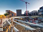 Kraków, 2018-08-29. Nowe inwestycje mieszkaniowe i deweloperskie na Zabłociu. Zaniedbana do do niedawna prawobrzeżna dzielnica Krakowa, aktualnie jeden z najbardziej dynamicznie rozwijających się obszarów Krakowa. Rewitalizacja i rosnący prestiż tego miejsca, powoduje, że Zabłocie stało się atrakcyjnym terenem dla deweloperów, inwestorów, mieszkańców jak również dla ludzi kultury i sztuki.Powstają tu modne restauracje i puby a mieszkańcy Krakowa coraz częściej wybierają Zabłocie jako miejsce zamieszkania i wypoczynku zamiast ciasnego Starego Miasta i Kazimierza.