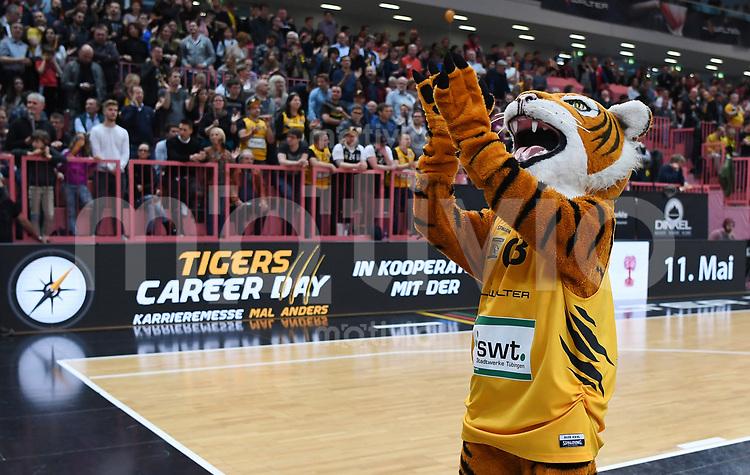 Basketball  1. Bundesliga  2016/2017  Hauptrunde  33. Spieltag  29.04.2017 Walter Tigers Tuebingen - Basketball Loewen Braunschweig Tigers Maskottchen Walter vor der Werbeband  Tigers Career Day