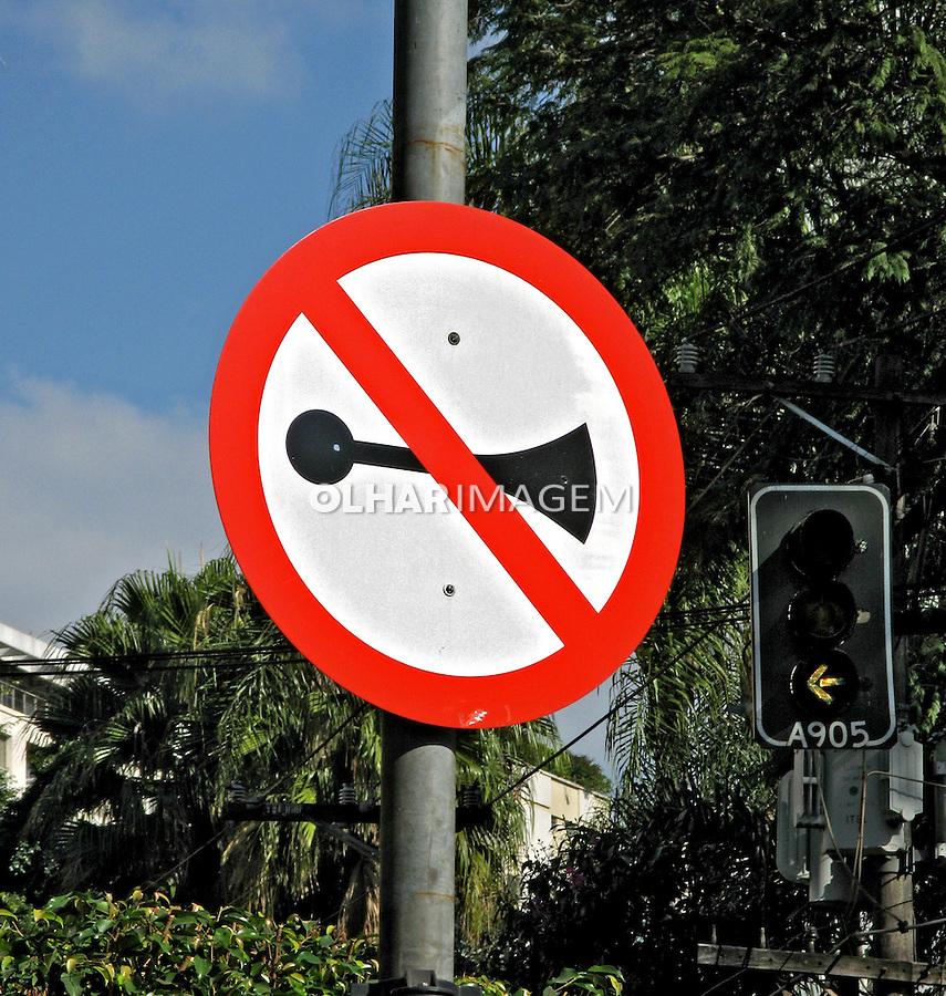 Placas de trânsito.  Foto de Manuel Lourenço.