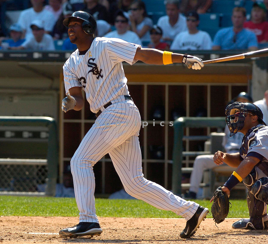 Jermaine Dye, of the Chicago White Sox, in action during their game against the Seattle Mariners on August 7. 2005.  .Chris Bernachhi / SportPics..White Sox win 3-1