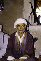 Irak 1985.Dans les zones libérées, région de Lolan, un homme dans sa maison.Iraq 1985.In liberated areas, Lolan district, a man at home