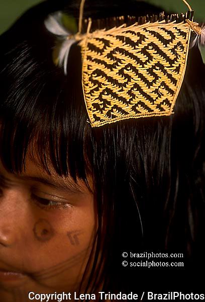 Karajá indigenous people - crafts / comb. Ilha do Bananal ( Bananal island ), Mid-west Brazil.