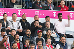 14.04.2018, Allianz Arena, Muenchen, GER, 1.FBL,  FC Bayern Muenchen vs. Borussia Moenchengladbach, im Bild  Arturo Vidal (FCB #23) auf der Tribuene mit Kingsley Coman (FCB #29) <br /> <br />  Foto &copy; nordphoto / Straubmeier