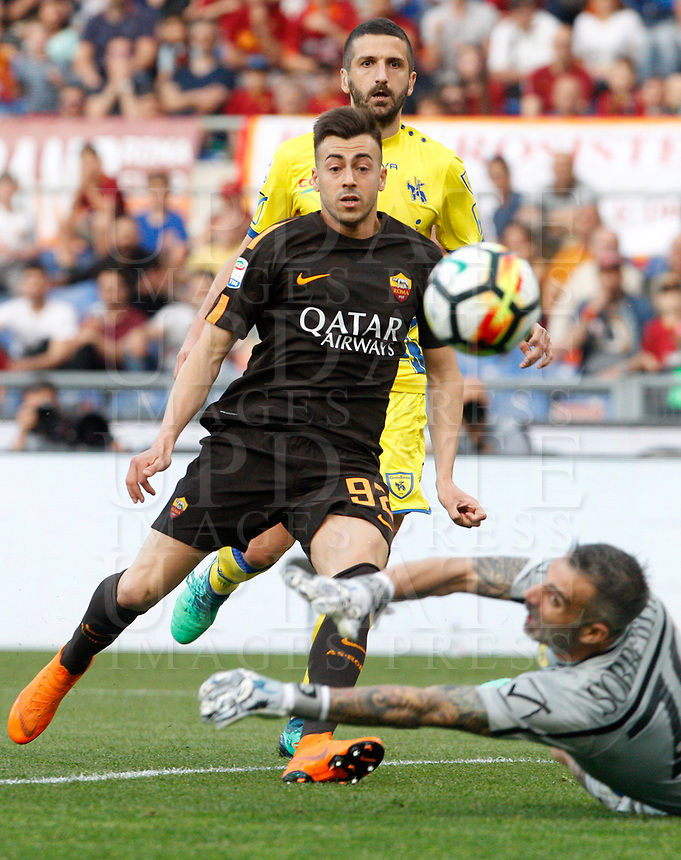 Roma s Stephan El Shaarawy, left, kicks to score past by Chievo Verona s Alessandro Gamberini, center, as goalkeeper Stefano Sorrentino try to stop him during the Italian Serie A football match between Roma and Chievo Verona at Rome's Olympic stadium, 28 April 2018.<br /> UPDATE IMAGES PRESS/Riccardo De Luca
