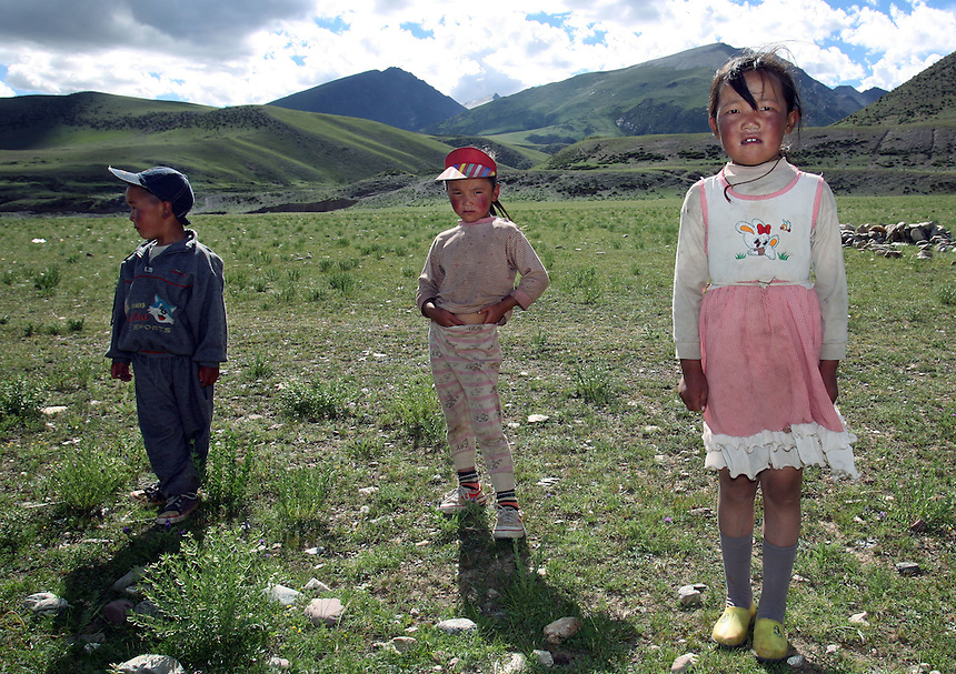 The children of Tibetan herders along the haighway in Dangxiong county July 21, 2006.