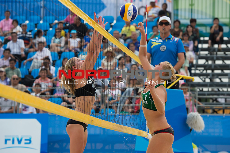 26.08.2014, Nanjing, Youth Olympic Sports Park<br /> Youth Olympic Games 2014, Halbfinale<br /> <br /> Block Nicole McNamara (CAN) - Angriff Sarah Schneider (GER)<br /> <br />   Foto &copy; nordphoto / Kurth