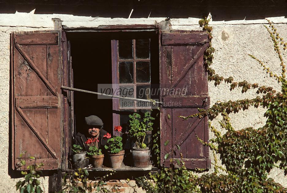 Europe/France/Midi-Pyrénées/46/Lot/Vallée du Lot/Saint-Cirq-Lapopie: Détail fenêtre<br /> PHOTO D'ARCHIVES // ARCHIVAL IMAGES<br /> FRANCE 1980