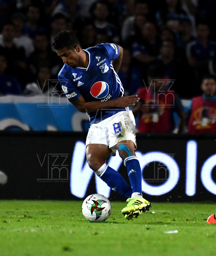 BOGOTÁ-COLOMBIA, 23–10-2019: César Carrillo de Millonarios, en acción durante partido entre Millonarios y el Independiente Santa Fe de la fecha 19 por la Liga Águila II 2019  jugado en el estadio Nemesio Camacho El Campín de la ciudad de Bogotá. / Cesar Carrillo of Millonarios, in action during a match between Millonarios and Independiente Santa Fe of the 19th date for the Aguila Leguaje II 2019 played at the Nemesio Camacho El Campin Stadium in Bogota city, Photo: VizzorImage / Luis Ramírez / Staff.