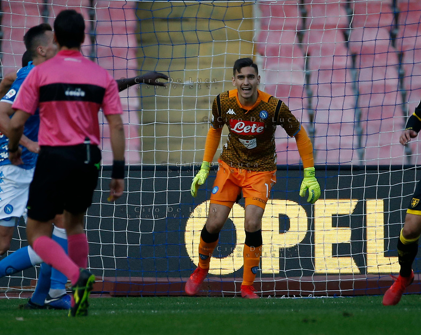 Alex Meret of Napoli  during the  italian serie a soccer match,  SSC Napoli - Frosinone       at  the San  Paolo   stadium in Naples  Italy , December 08, 2018