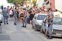 SAO PAULO, SP, 10 DEZEMBRO 2012 - PRODUTOS DE ROUBO APREENDIDOS - Policiais das Rondas Ostensivas Tobias de Aguiar (ROTA) fazem uma grande apreensão de drogas, armas, e até um barco, no número 14, da Rua Dino Fausto Fontana, em Americanópolis, na zona sul de São Paulo, nesta segunda-feira (10). Os objetos apreendidos foram apresentados no 11º DP de Santo Amaro. (FOTO: ADRIANO LIMA / BRAZIL PHOTO PRESS).