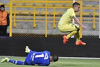 BOGOTA - COLOMBIA -20 -08-2016: Nelson Ramos (Der.) arquero de Fortaleza FC evita la jugad de gol de Dario Rodriguez (Izq.) jugador de Atlético Bucaramanga durante partido por la fecha 9 de Liga Águila II 2016 jugado en el estadio Metropolitano de Techo en Bogotá. / Nelson Ramos (R) gosalkeeper of Fortaleza FC avoids the goalñ option of Dario Rodriguez (L) palyer of Atletico Bucaramanga during the match for the date 9 of the Aguila League II 2016 played at Metropolitano de Techo stadium in Bogota. Photo: VizzorImage / Gabriel Aponte / Staff.