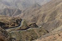ETHIOPIA, Tigray, road in highland / AETHIOPIEN, Tigray, Bergstrasse im Hochland
